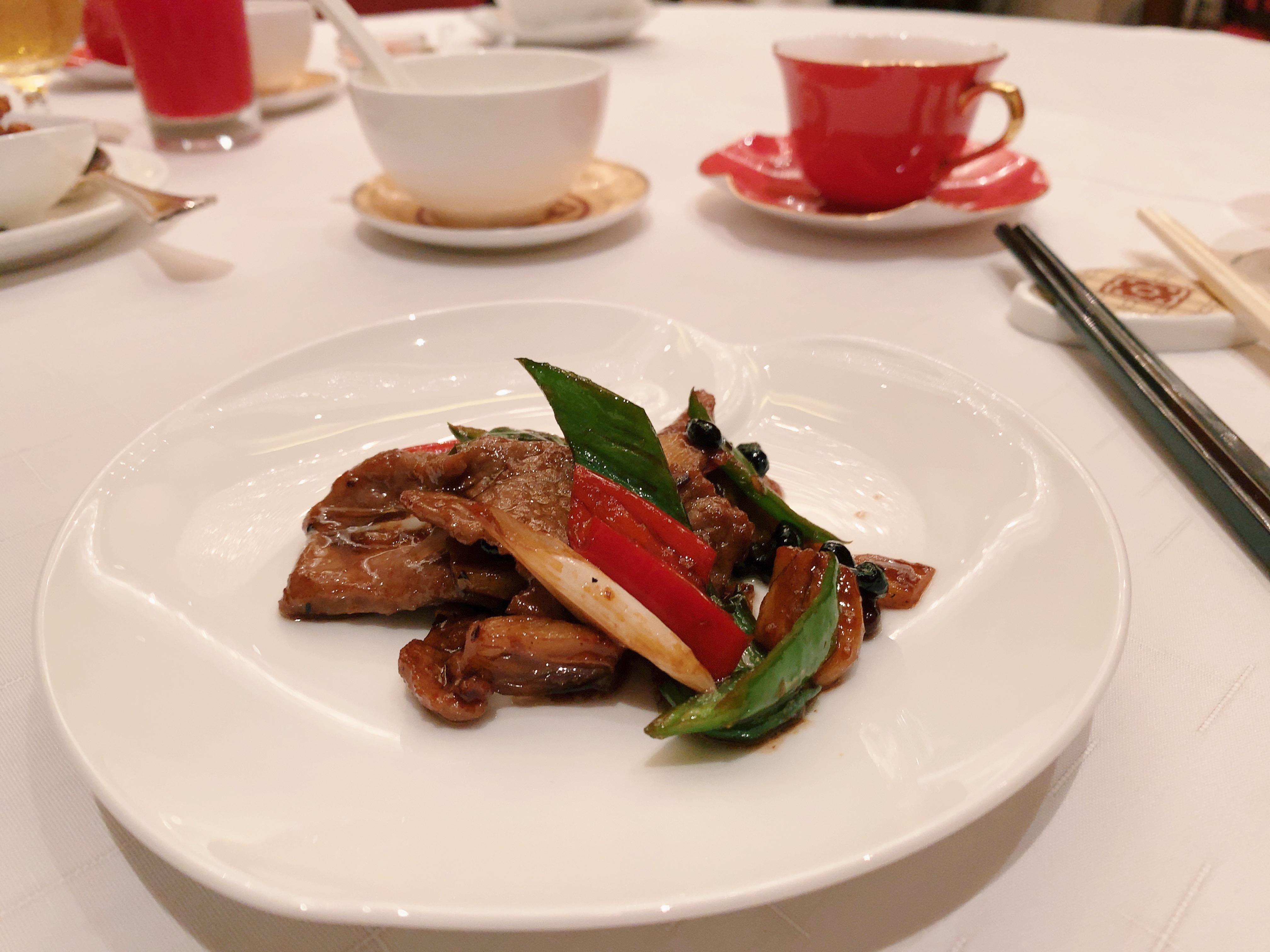 【香港・香宮】牛肉としし唐のガーリック黒豆ソースの炒め物