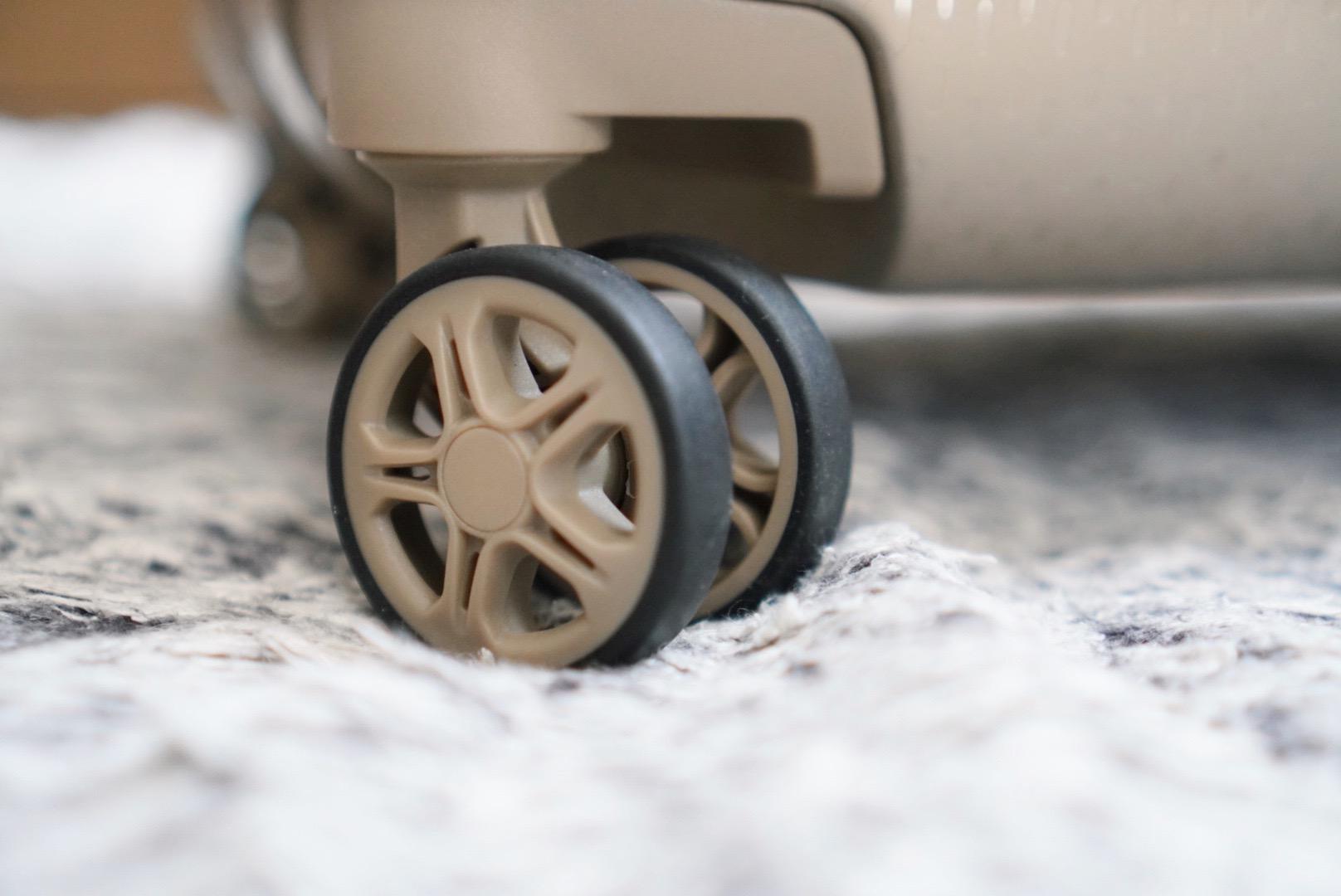 DELSEYのスーツケース/TURENNEのタイヤ