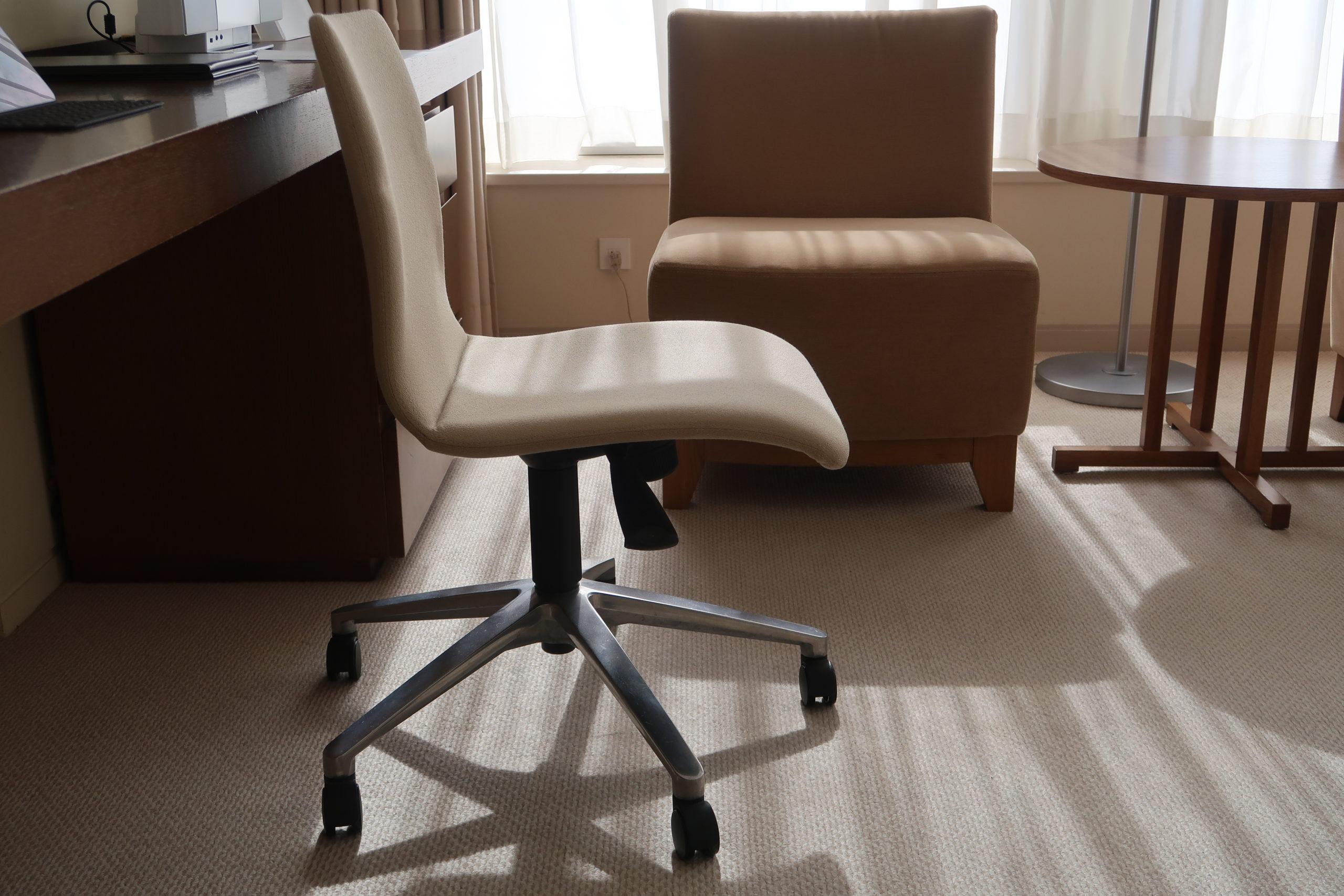 京王プラザホテル テレワーク 椅子